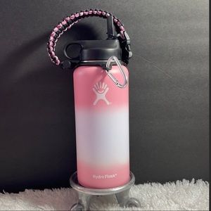 New 32 oz Hydro Flask with paracord and flex lid